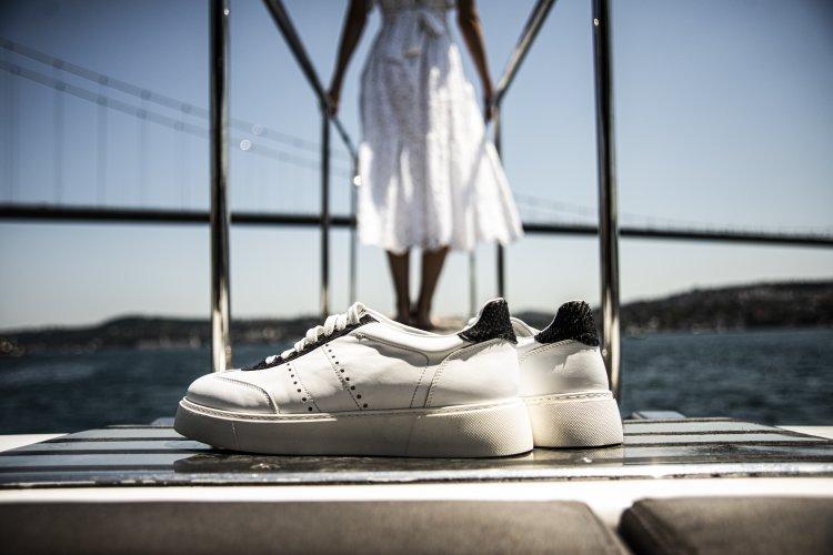 Son Zamanların Vazgeçilmez Trendi Beyaz Sneaker